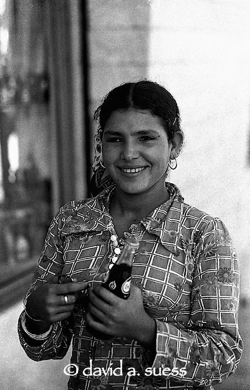 Coca-Cola Girl 2, Giza